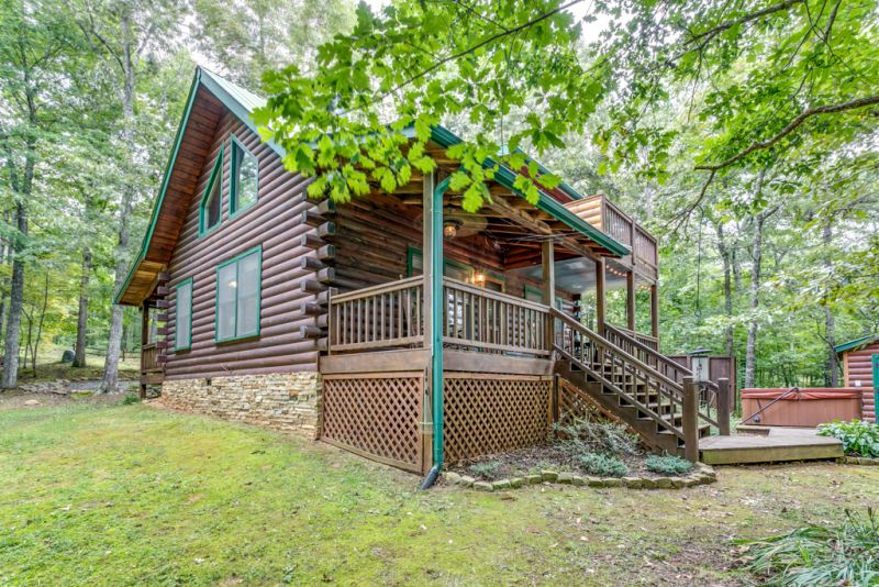 Bear foot ridge retreat cabin rentals for Luxury pet friendly cabins in north georgia