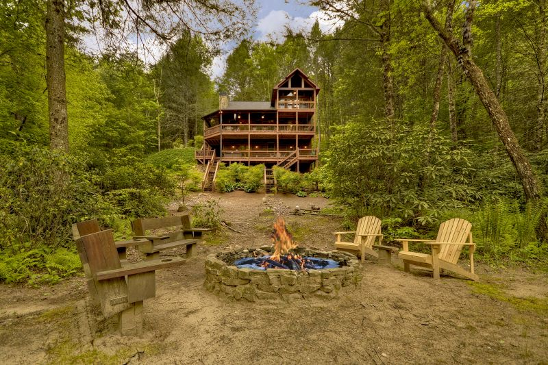 Go fish cabin rentals for Luxury pet friendly cabins in north georgia