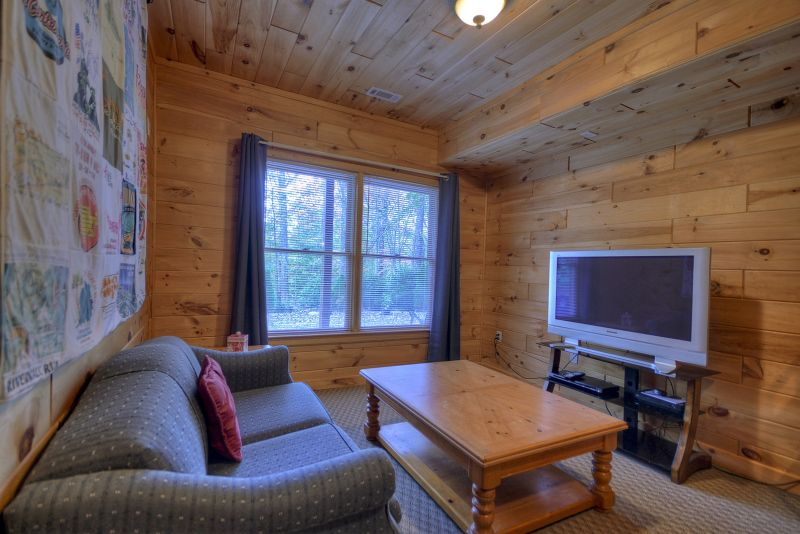 Hikers Crossing Cabin Rental